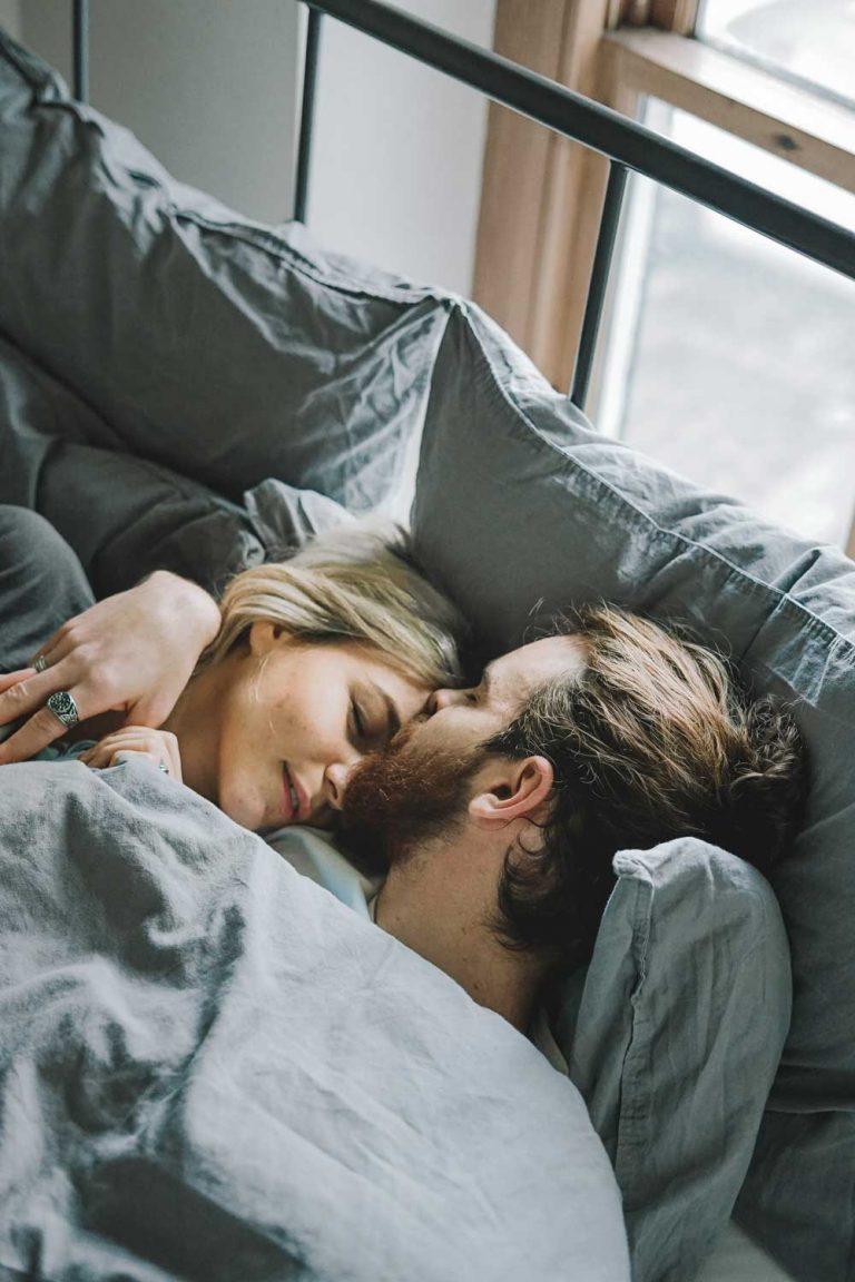 Weiler Möbel – Junges Paar im Bett